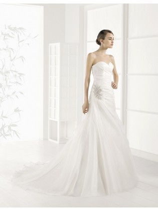 Wedding dress Jijona by Adriana alier