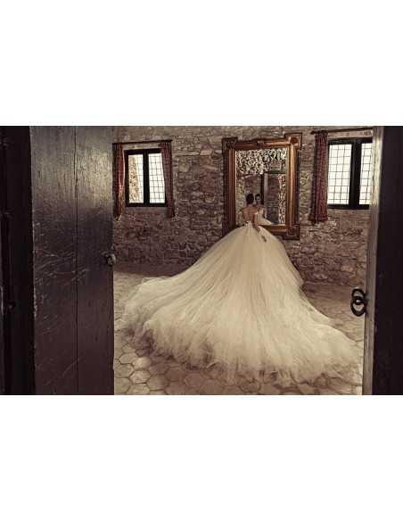 Wedding dress 1724 by Julia Kontogruni